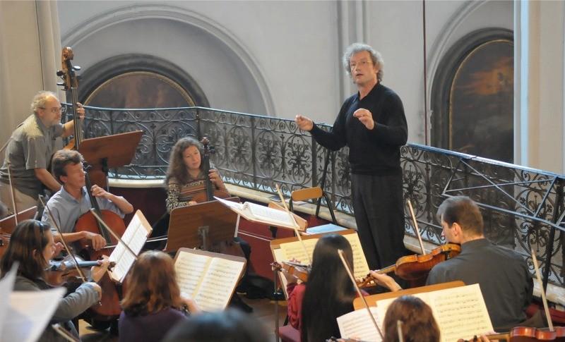 © Augustiner Wien | Franz Welser-Möst dirigiert das Orchester von St. Augustin | Foto: Franz Josef Rupprecht